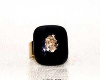 Black and gold glass ring