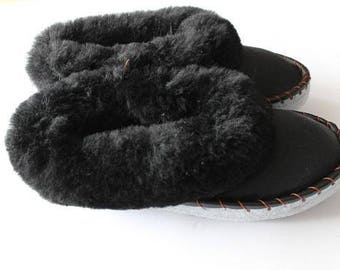 Men's slippers Women's slippers Leather slippers Wool Slippers Shoes Boots Very light and comfy Good gift Genuine.