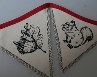 Squirrel and nut bunting