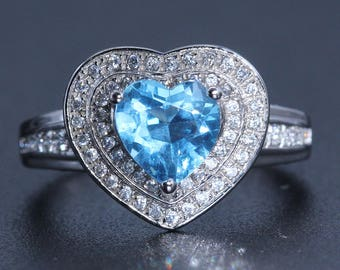 Blue topaz heart shaped ring.  1.5 carat natural topazRomantic Heart Shape 1.5 Carat Topaz Ring.