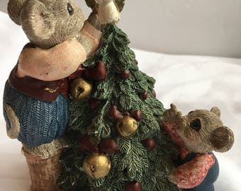 Vickilane Father Mouse puting Angel on Christmass Tree with child
