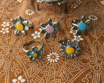 Vintage enamel daisy rings • Adjustable • Silver • Hippie • Boho • Jewelry • Flowers • Pink • Yellow • Blue •