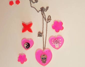 Heart necklace in resin Mexican skull/Chanel/yin and Yang/flower