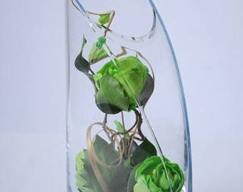 Exquisite Large -Headed Light Green Roses Graceful Dark Green Leaves Looped Gold Grass in a Glass Container