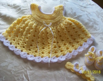 Crocheted Baby Girl Dress with Headband and Shoes (3-6 months)