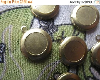SALE 30% Off Vintage Brass Round Lockets with Loop and Side Hinge 14mm 4 Pcs