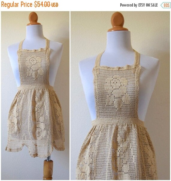 SUMMER SALE / 20% off Vintage 50s 60s Crocheted Apron