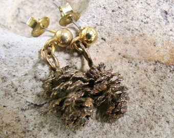 Pinecone Earrings, Dangle Earrings, Gold tone, Vintage jewelry, Vintage Earrings, Dangle Drop Earrings, Real Pine cones, Pine cone earrings