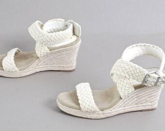 size 9.5 PLATFORM white woven 90s WEDGE sandals heels