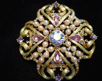 BEAUTIFUL CRYSTAL PIN / brooch with faux pearls
