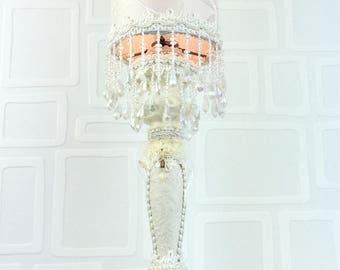 Lampe de table/lampe de chevet/lampe crème/luminaire/fleurs blanches/ décoration interieur/unique/lampe tubulaire/les lampes de marie