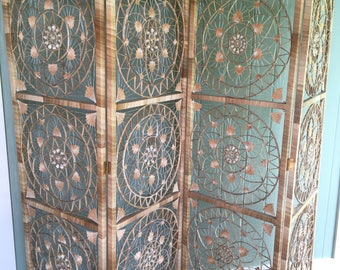 Retro Natural Woven Grass and Seashell Room Divider