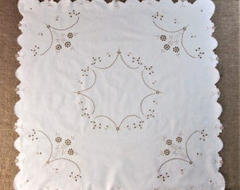 Vintage Tablecloth Antique Tea Cloth Bridge Cloth Table Linens Embroidered Table Cloth Hand Embroidery Madeira Linens Vintage Linens