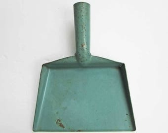 Vintage 1930's  Child or Mini Size Metal Dust Pan in Old Teal Blue Paint for Kitchen Decor, Door Decoration, Wall Hanger, Wyandotte Toys