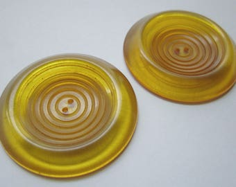 """2 pcs. vintage tested bakelite apple juice coat buttons w concentric circle grooves 1 11/16"""" - b258"""