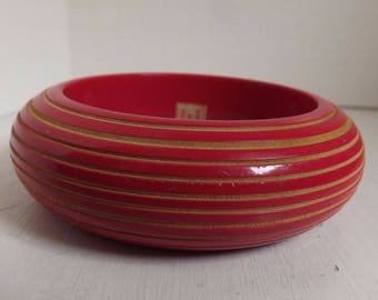 Vintage 1980s hot pink carved wood or bamboo bangle painted chunky bracelet summer beach jewelry
