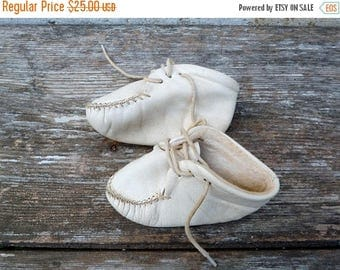 ON SALE Vintage French 1950/1960s white  baby shoes Mocassins