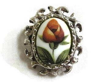 SALE Rose Bud Cameo Brooch or Pin Vintage Red & Green