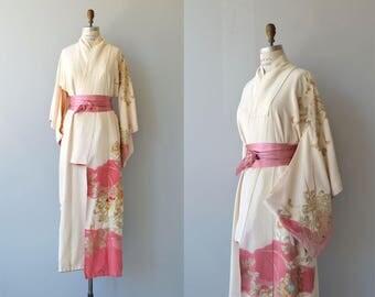 Koiji silk kimomo   vintage 1950s kimono   floral silk 50s kimono