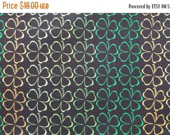 ON SALE St Patricks Day Table Runner Shamrocks in Rows Irish Green Gold Padded
