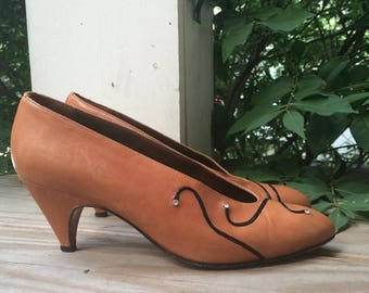 SALE Vintage Pumps with Black Swirls and Rhinestones // Size 6 Made in Italy by Milano Moda New York City // brown shoes leather heels 1980s