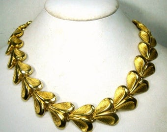 Elegant Gold Link Necklace, Timeless Classical Collar, 1980s, Supple Archetypal Heart Link, Unused, Looks Expensive