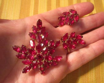 Vintage 1950s Beautiful Ruby Red Rhinestone Brooch and Clip on Earrings