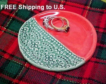 Small Pottery Dish in Christmas colors Ruby Red and Green | Lace Textured Porcelain Trinket Dish | Ring Dish