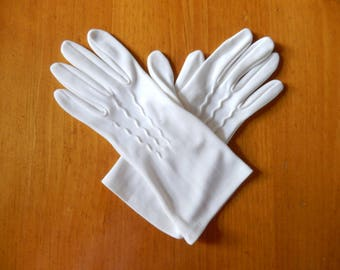 vintage short white gloves, nylon, great condition, Medium, stretchy, wedding, tea party, ladies accessories