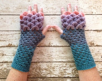 These Blue and Lavender Dragon Scale Fingerless Winter Gloves
