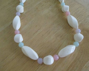 Vintage costume jewelry  / Lucite necklace