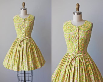1950s Dress - Vintage 50s Dress - Vivid Floral Print Cotton Full Skirt Sundress XS - Garden Wheel Dress