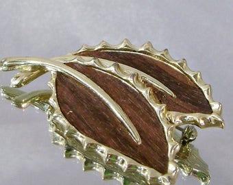SALE Vintage Leaf Brooch. Sarah Coventry Wooded Beauty Wood Leaves