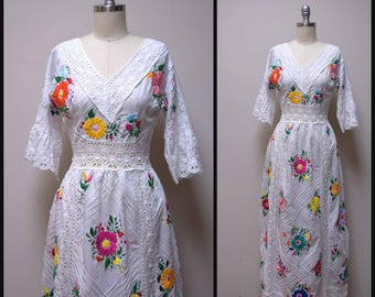 Vintage Handmade Hand Embroidered White MEXICAN WEDDING Boho Hippie Dress Size XS