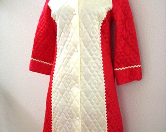 Vintage 50s 60s Red and Off White Quilted Robe - Long Quilted Robe - Red and Ivory Fitted Full Length Robe - Size Small to X Small