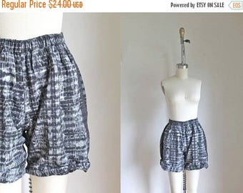 AWAY SALE 20% off vintage guatemalan shorts - IKAT black and white cotton shorts / S