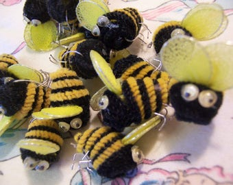 little pipe cleaner bumble bees