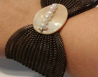 Metal Mesh Bow Bracelet with Mother of Pearl