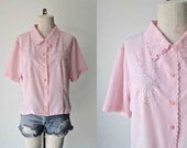 Vintage 1980's pink FLORAL EMBROIDERED short sleeve blouse - M/L