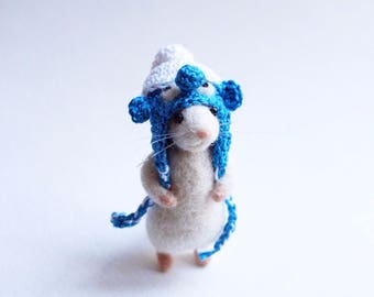Needle felted Mouse in Smurf hat