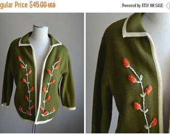 Memorial SALE - 15% off - vintage 50s 60s avacodo green floral embroidered sweater cardigan -- womens medium