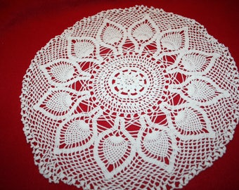 Vintage Hand Crocheted Doily- Pineapple design- 13.5 inch