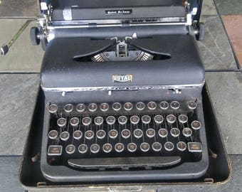 Vintage Royal Deluxe Typewriter / Quiet Deluxe / Display Piece / Royal Typewriter / Wedding Decor / Wedding Guest Book
