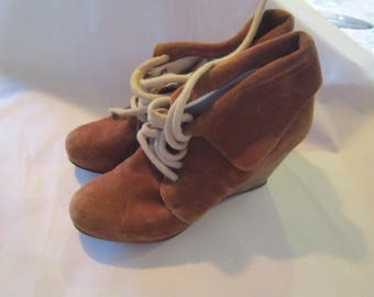 sz 5 ankle booties wood wedge heel leather lined rough suede