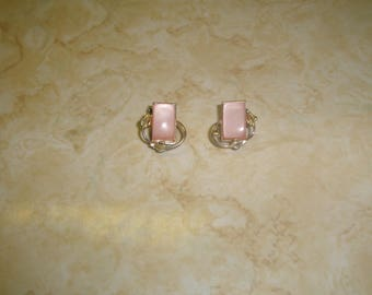 vintage clip on earrings silvertone pink moonglow thermoset lucite