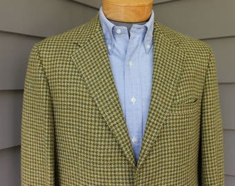 vintage late 60's - early 70's  Men's -big yarn tweed- sport coat. Trad style 2 button - Darted - Natural Shoulder. Size 42 Reg