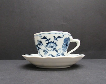 Vintage 'Blue Danube' Cup and Saucer (E6084)