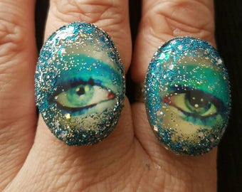 Set of 2 Stardust David Bowie Eye Rings with 25mm × 18mm oval cabochons.