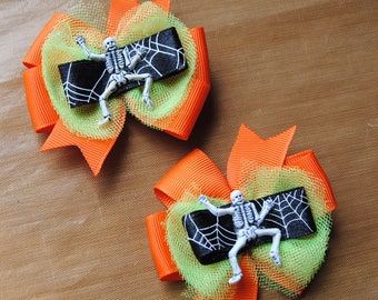halloween hair bows, skeleton hair bows, orange with lime green tulle bows, toddler halloween hair bows, non slip bows, hairbow with tulle