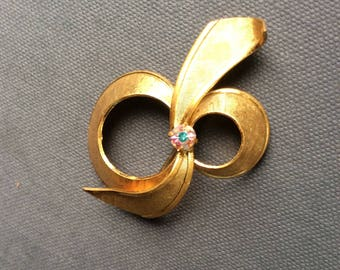 Vintage West Germany Brooch Pin / Goldtone Bow Pin / Ribbon Brooch with Stone